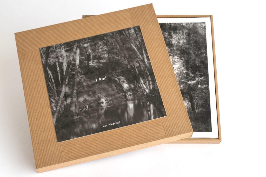 Luc Médrinal, livre d'artiste composé de photographies de paysages rassemblées au sein d'une boîte composée de 10 images, tirage jet d'encre, encres pigmentaires sur papierTecco, signé et numéroté sur 20 exemplaires, une sélection de la galerie d'art Virginie Baro