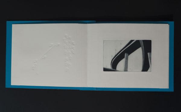 Blandine Galtier, livre d'artiste sous la forme d'un leporello, 3 gravures eau forte et aquatinte, montées en diptyque avec 3 gaufrages, édition numérotée de 3 exemplaires, les échangeurs routiers, une sélection de la galerie d'art Virginie Baro