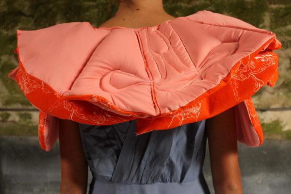 Marie-Noëlle Deverre, design col-fraise, tissu, linogravure sur drap, ouatine, sélectionnée par la galerie d'art Virginie Baro