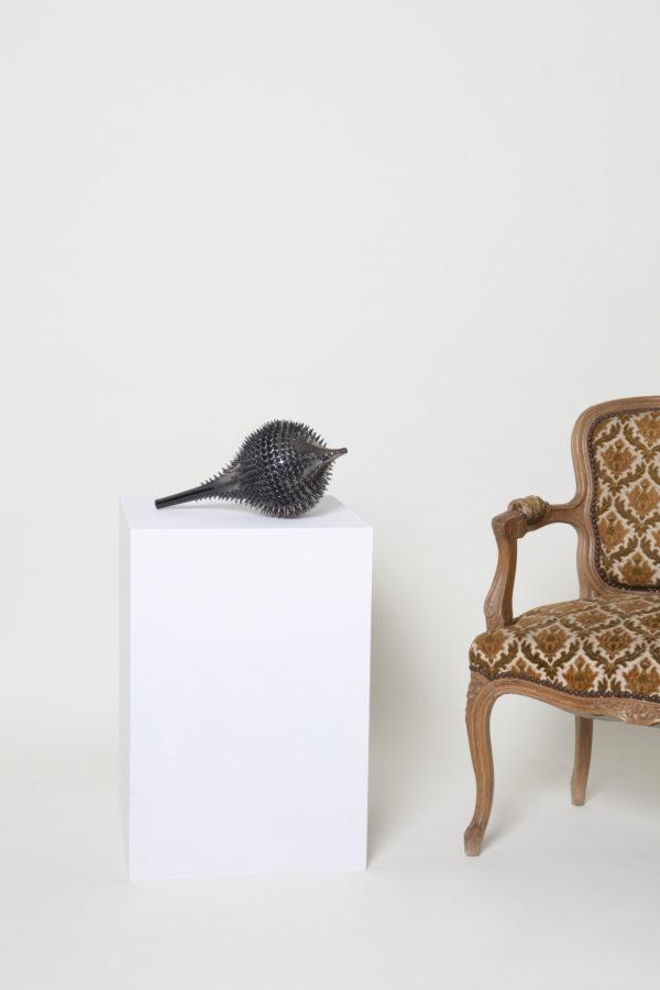 Nadège Mouyssinat sculpture céramique en porcelaine dure de Limoges et oxydes métalliques, moulage, façonnage et émail haute température, série «Le conseil», issue de la sélection de la Galerie d'art Virginie Baro