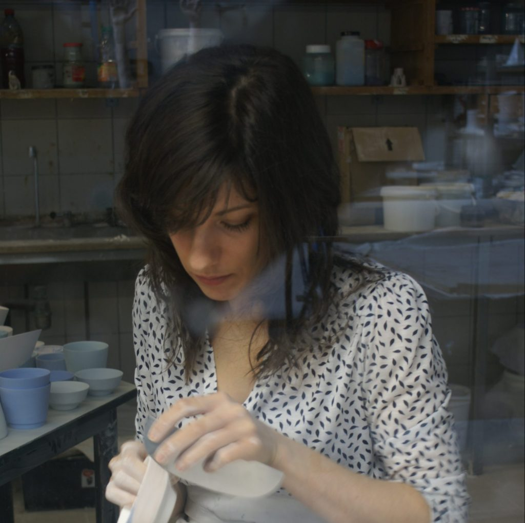 Nadège Mouyssinat, céramiste, représentée par la galerie Virginie Baro