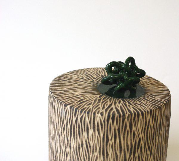 """Série """"Erro"""", céramique contemporaine, faïence modelée, engobée, gravée, émaillée, Éliane Monnin, représentée par la galerie Virginie Baro"""