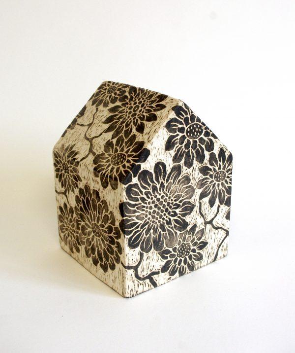"""Série """"Etxea"""", céramique contemporaine, faïence moulée, engobée, gravée, Éliane Monnin, représentée par la galerie Virginie Baro"""