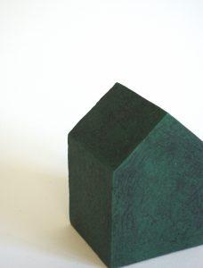 """Série """"Etxea"""", céramique contemporaine, faïence modelée, émaillée, engobée, cirée, Éliane Monnin, représentée par la galerie Virginie Baro"""