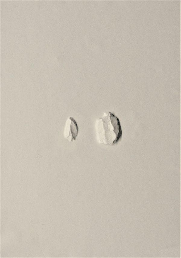 Gaufrage de papier par Thomas Loyatho, représenté par la galerie Virginie Baro