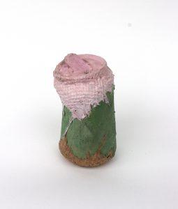 Canette recouverte de jute, de lin et peinte à l'huile, Thomas Loyatho, galerie Virginie Baro